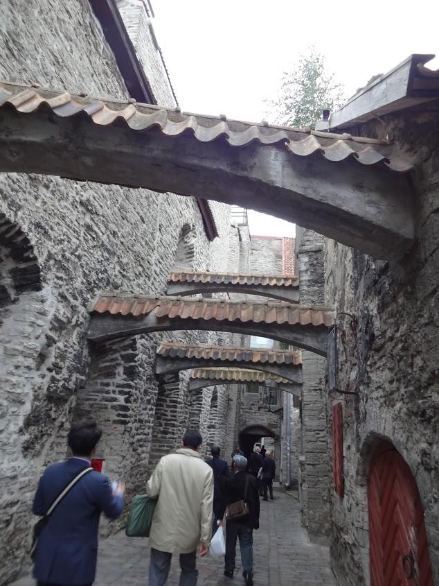 タリン旧市街の街並みは中世そのままだ